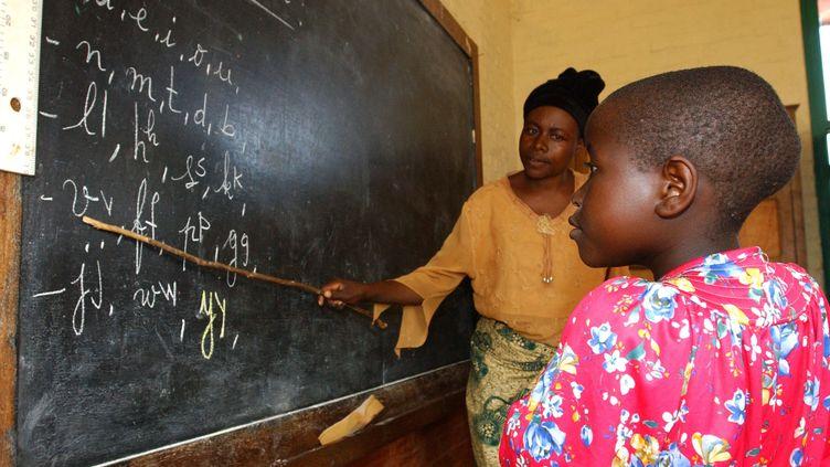 Une classe d'école en République démocratique du Congo (WOLFGANG LANGENSTRASSEN / DPA)