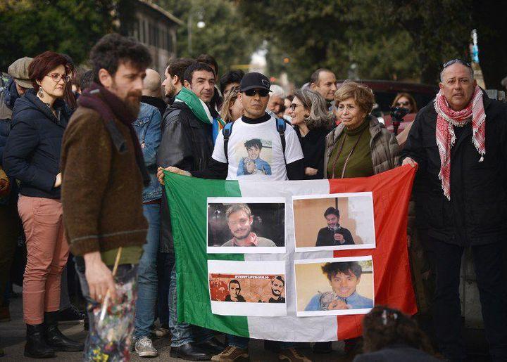 Manifestation devant l'ambassade d'Egypte à Rome, le 25 février 2016, après la découverte du corps de Giulio Regeni mort sous la torture au Caire. (FILIPPO MONTEFORTE/AFP)