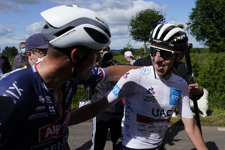 Mathieu Van der Poel et Tadej Pogacar sur le Tour de France, le 27 juin. (DANIEL COLE / POOL)