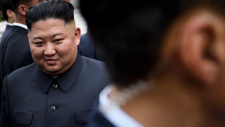 Kim Jong-un s'apprête à rencontrer Donald Trump dans la zone démilitarisée entre les deux Corées, le 30 juin 2019 à Panmunjom (Corée du Sud). (BRENDAN SMIALOWSKI / AFP)