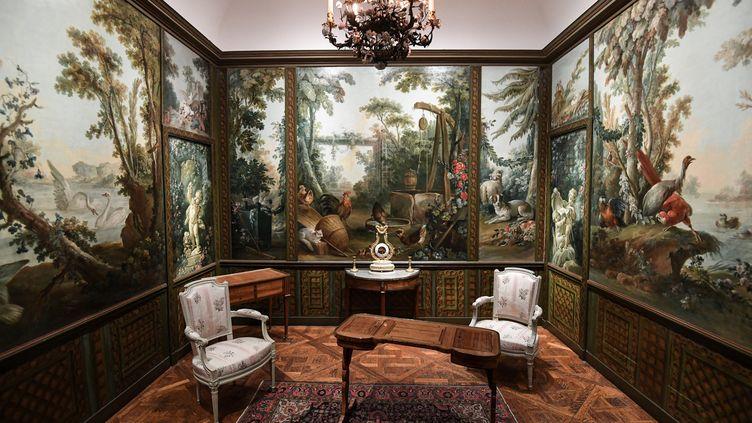 Le Salon Demarteau, avec un décor de François Bouchet, Jean-Honoré Fragonard et Jean-Baptiste Huet, au musée Carnavalet à Paris (21 mai 2021) (ALAIN JOCARD / AFP)