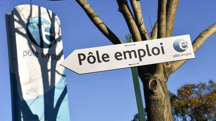 41% des Français ont peur de perdre leur emploi en raison de la crise économique liée au coronavirus, selon un sondage Odoxa-Dentsu consulting pour franceinfo. (PASCAL GUYOT / AFP)