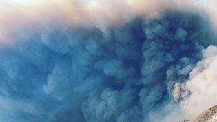 Des habitants de Malibu fuient les incendies dans leur ville, le 9 novembre 2018, en Californie. (GRANT DENHAM)