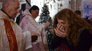 Une première messe de Noël a été célébrée à Mossoul, en Irak, après trois ans d'occupation par l'Etat islamique, dimanche 24 décembre 2017. (AHMAD MUWAFAQ / AFP)