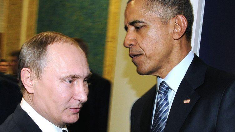 Vladimir Poutine, président de la Russie, et Barack Obama, président des Etats-Unis, lors de la Cop21 à Paris, le 30 décembre 2016. (MIKHAIL KLIMENTYEV / SPUTNIK)