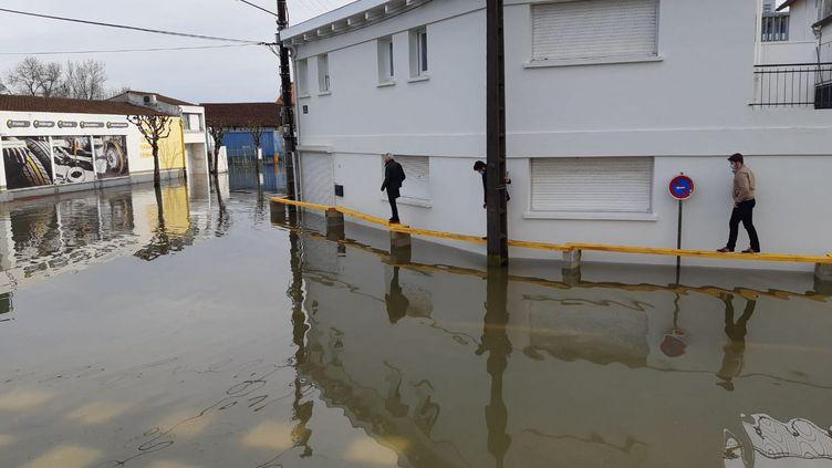 La ville de Saintes (Charente-Maritime),sous les eaux, le 4 février 2021. (JULIEN FLEURY / FRANCE-BLEU LA ROCHELLE)
