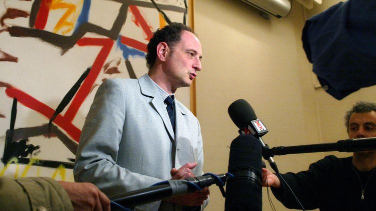 L'ex-directeur général de la Santé William Dab, en 2003, lors de l'épidémie de grippe-bronchiolite. (FRANCOIS GUILLOT / AFP)