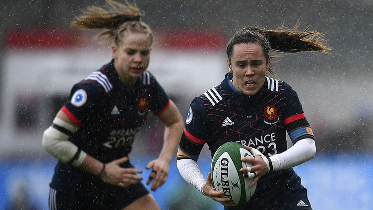 Les Françaises Romane Ménager (à gauche) et Jade Le Pesq (à droite). (FRANCK FIFE / AFP)