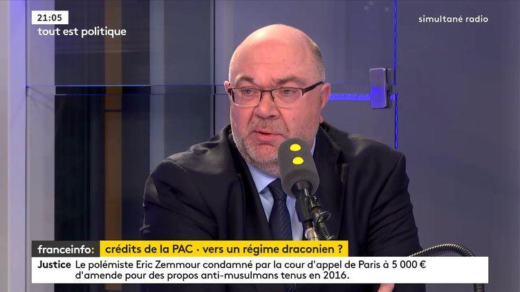 Le ministre de l'Agriculture et de l'alimentation, Stéphane Travert dans le studio de franceinfo, le 3 mai 2018. (FRANCEINFO)