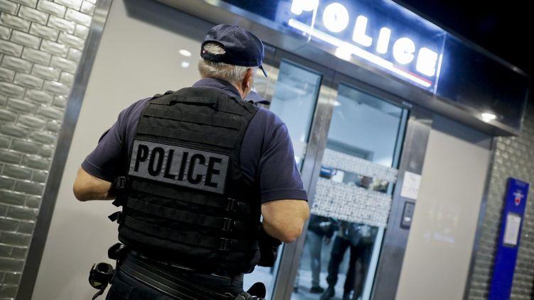 """Le syndicatUnité SGP-police dénonce une""""fermeture déguisée""""de commissariats face au projet de mutualisation. (THOMAS PADILLA / MAXPPP)"""