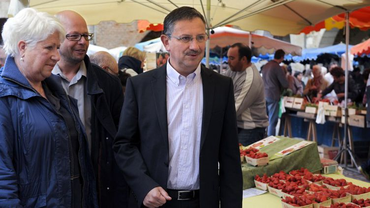 Le candidat UMP Jean-Louis Costes, le 18 mai 2013 à Villeneuve-sur-Lot (Lot-et-Garonne). (JEAN PIERRE MULLER / AFP)