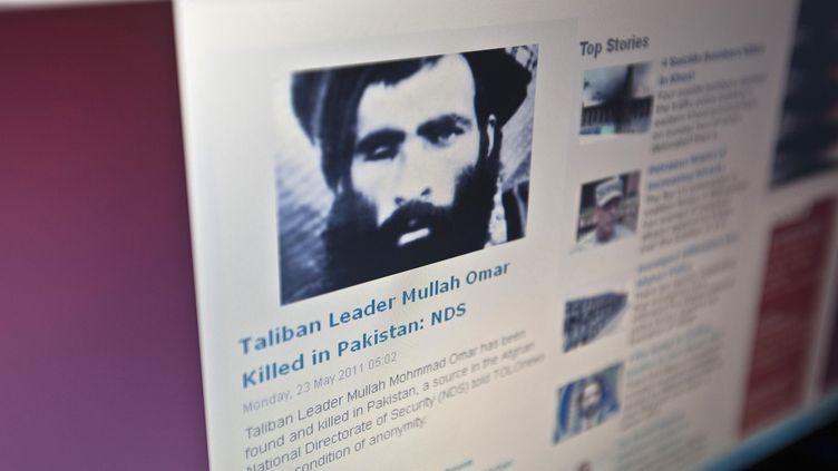 """Un portrait du mollah Omar sur le site d'information afghan """"Tolonews"""", le 23 mai 2011. (AHMAD MASOOD / REUTERS)"""