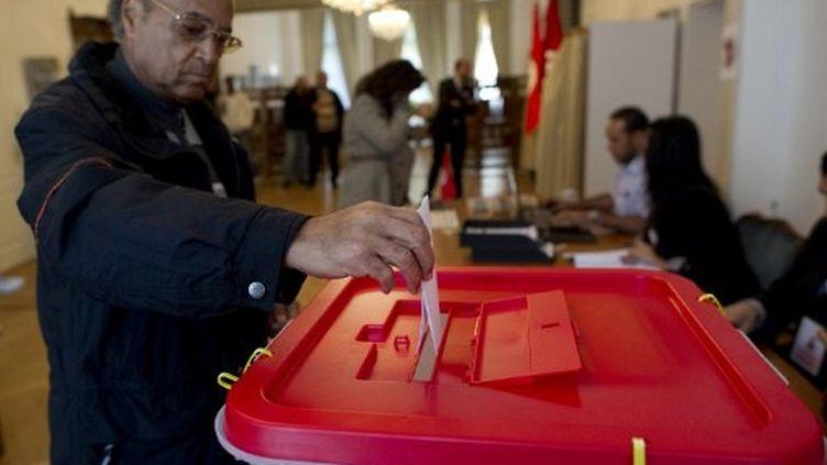 Les Tunisiens de l'étranger ont déjà voté, de jeudi à samedi. Photo : en Allemagne, ambassade tunisienne de Berlin. (ODD ANDERSEN / AFP)