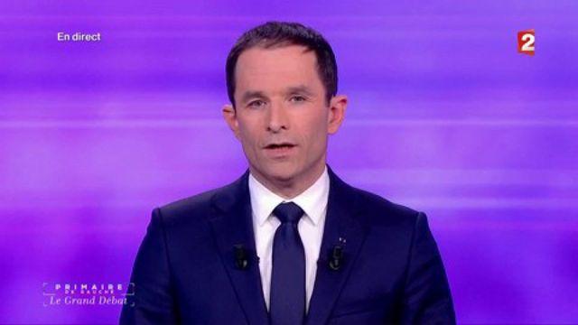 """""""Respecter les règles, c'est commencer par respecter le programme sur lequel on a été élu"""", tacle Benoît Hamon."""