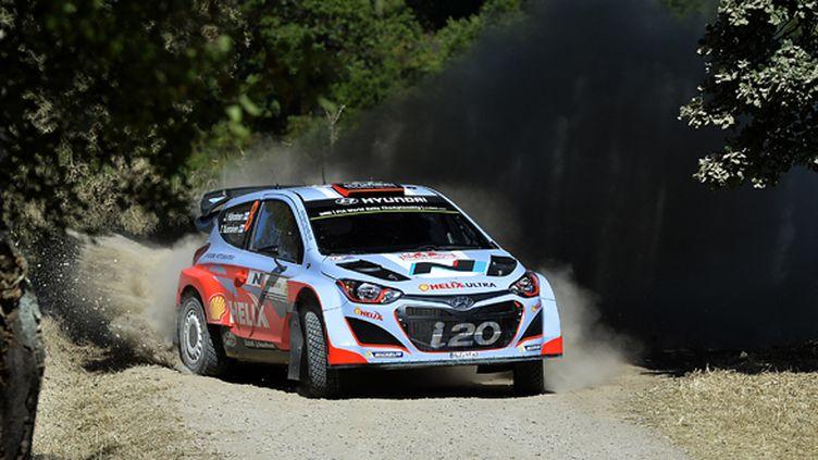 Le Finlandais Juho Hänninen lors du rallye de Sardaigne en 2014, alors pilote de l'écurie Hyundai en WRC. (ANDREAS SOLARO / AFP)