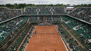 Vue générale du court Philippe-Chatrier pendant un match entre Andy Murray etRadek Stepanek lors dutournoi de Roland-Garros, à Paris, le 24 mai 2016. (PHILIPPE LOPEZ / AFP)