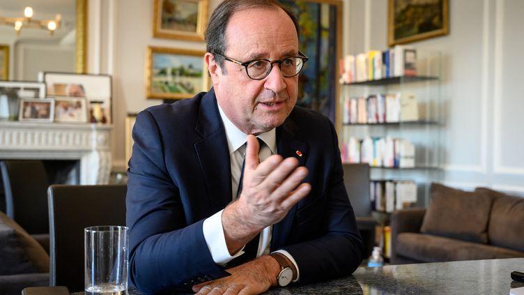 François Hollande lors d'une interview dans ses bureaux à Paris, le 4 novembre 2020. (BERTRAND GUAY / AFP)