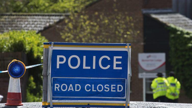 Une route fermée pour nettoyage après l'empoissonnement de Sergueï Skripal, le 25 avril 2018 à Salisbury (Royaume-Uni). (ALEX MCNAUGHTON / SPUTNIK / AFP)