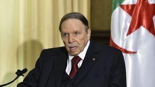 Le président Abdelaziz Bouteflika dans sa résidence de Zéralda, le 10 avril 2016. (ERIC FEFERBERG / AFP)