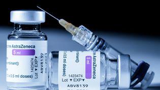 Flacon du vaccin AstraZeneca (JOEL SAGET / AFP)