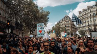 Manifestation contre le pass sanitaire à Paris, le 18 septembre 2021. (ANDRE ALVES / HANS LUCAS / AFP)