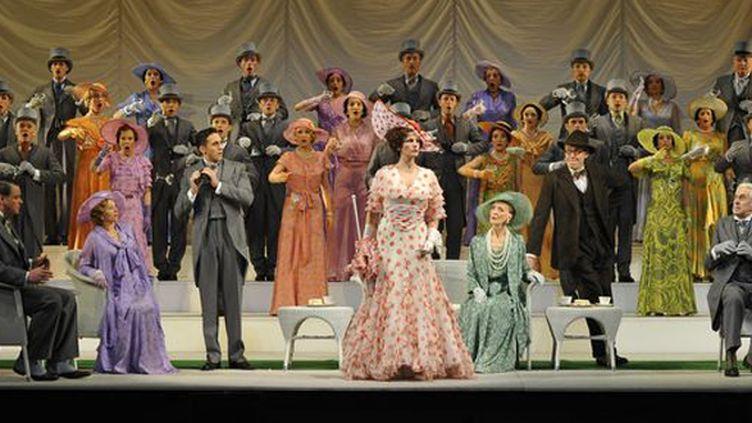 Eliza Doolittle (Katherine Manley) à Ascot  (© Marie-Noëlle Robert - Théâtre du Châtelet)