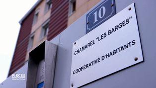 """CAPTURE D'ÉCRAN """"PIÈCES A CONVICTION"""" / FRANCE 3.Pour vieillir ensemble, des retraités ont fait construire un immeuble partagé, adapté, convivial et écologique (CAPTURE D'ÉCRAN """"PIÈCES A CONVICTION"""" / FRANCE 3)"""