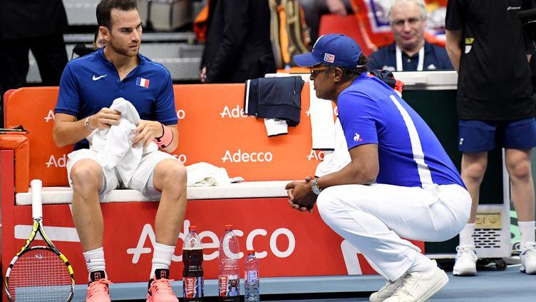 Adrian Mannarino fait partie de l'équipe qui affrontera l'Italie en Coupe Davis.  (JEAN-PIERRE CLATOT / AFP)