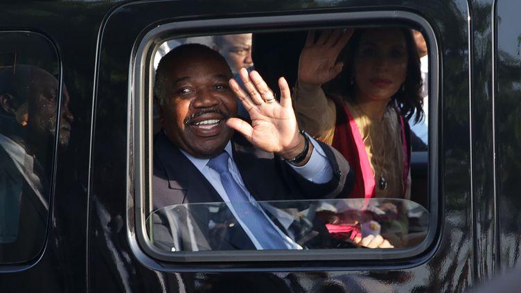 Le président Ali Bongo Ondimba àson retour à Libreville le 23 mars 2019, cinq mois après un déplacement en Arabie saoudite où il a été victime d'un AVC et un séjour au Maroc où il a été soigné. (STEVE JORDAN / AFP)
