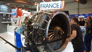 Un réacteur SaM 146 produit par Safran Aircraft Engines, industrie française, présenté à un salon aéronautique à Moscou (Russie). (ILIYA PITALEV / SPUTNIK)