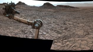 Image panoramique de la surface de Mars prise par l'appareil photo de Curiosity, le 18 août 2016. (HO / NASA / AFP)