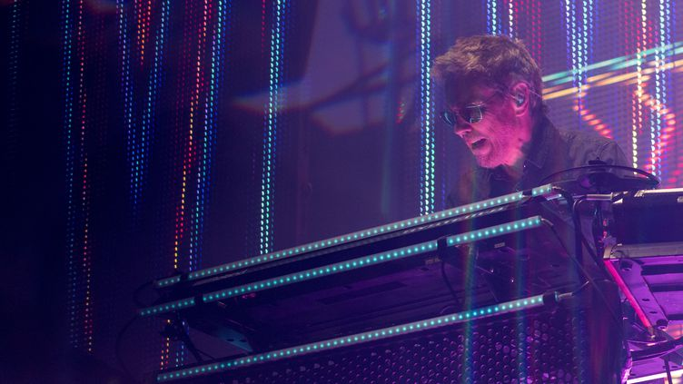 Jean-Michel Jarre pendant son concert au festival Coachella (États-Unis), le 13 avril 2018. (KYLE GRILLOT / AFP)
