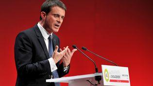 Manuel Valls lors de son discours à l'Université de l'Engagement du PS, à Tous (Indre-et-Loire), le 22 octobre. (GUILLAUME SOUVANT / AFP)