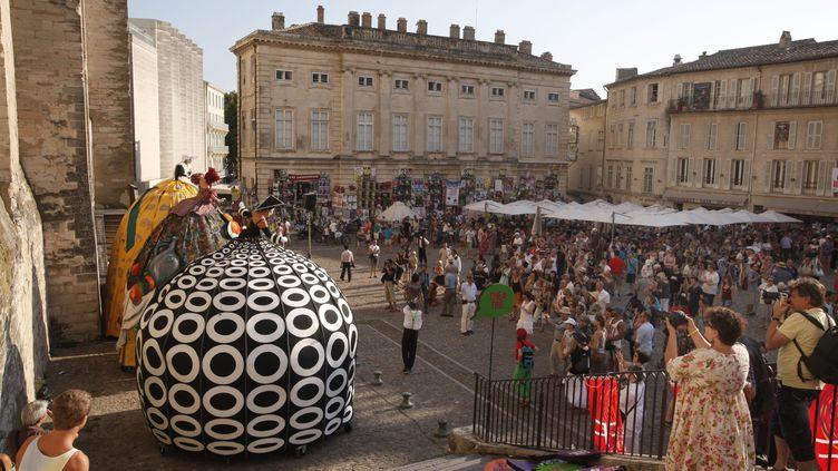 Parade des acteurs devant le Palais des Pape à Avignon durant la cérémonie d'ouverture de 67e Festival Off d'Avignon, juillet 2013 (PATRICK AVENTURIER/SIPA /  )