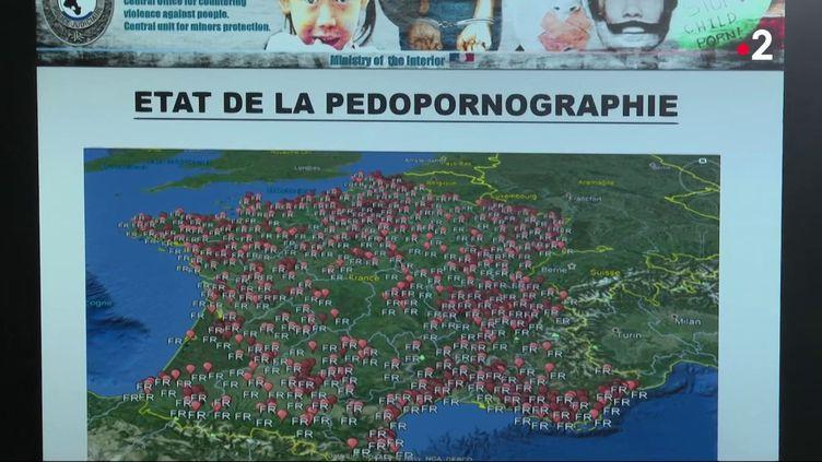 Après dix mois de recherches, la police a interpellé une soixantaine d'individus, lundi 5 octobre, dans le cadre de la lutte contre la pédocriminalité. (France 2)