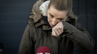 Mette Frederiksen, Première ministre danoise, s'excuse pour la gestion de la crise qui a conduit à l'abattage de millions de visons, dans une ferme près de Kolding, au Danemark,le26 novembre 2020. (MADS NISSEN / RITZAU SCANPIX / AFP)