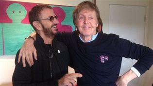 Ringo Starr dans son studio avec Paul McCartney dimanche 19 février, selon un tweet posté par le premier.  (@ringostarrmusic)