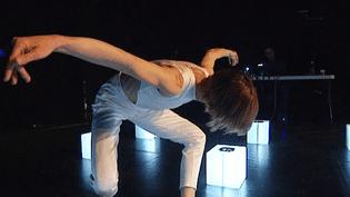 """La danseuse Aurore Gruel dans """"Core"""", dans sa nouvelle performance chorégraphique, lumineuse et sonore créee avec Hervé Birolini  (France 3 / Culturebox)"""