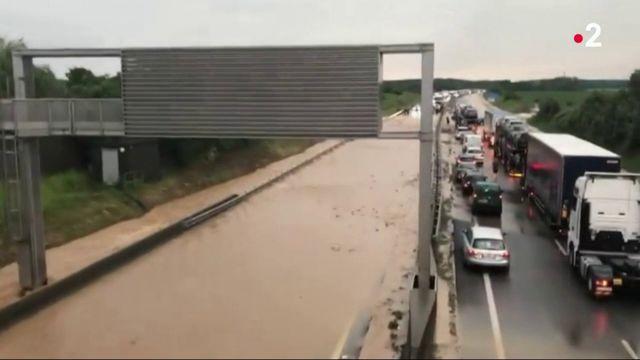 Alsace : des coulées de boue coupent l'autoroute A36 en deux