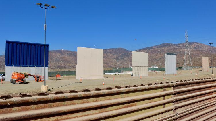 Les prototypes du mur de séparation entre les Etat-Unis et le Mexique, qui fera entre 6 et 9 mètres de haut, sont quasiment terminés. C'est le département de la sécurité intérieure qui décidera lequel de ces projets de mur est retenu. (PEDRO RIOS / AFSC)