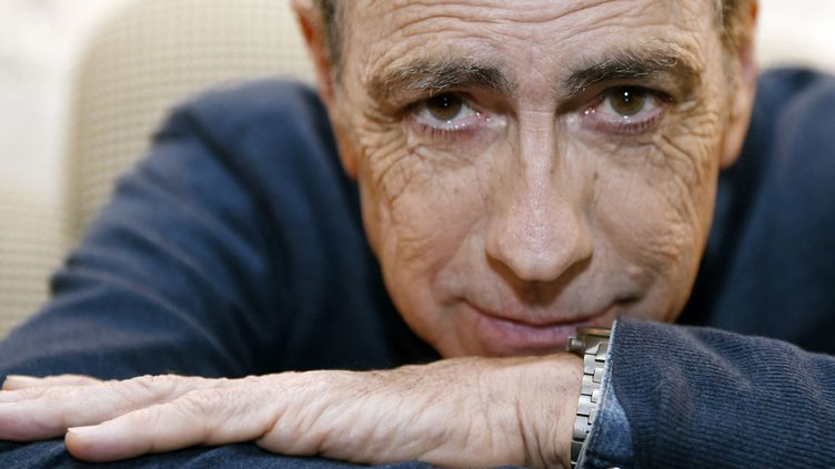 """Le chanteur Alain Chamfort s'apprête à publier l'album """"Le désordre des choses"""".  (Loïc Venance / AFP)"""