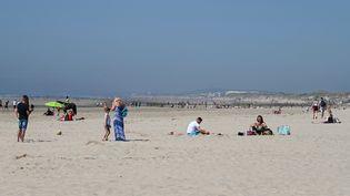 La très longue plage de Berck dans le département du Pas-de-Calais. (DENIS CHARLET / AFP)