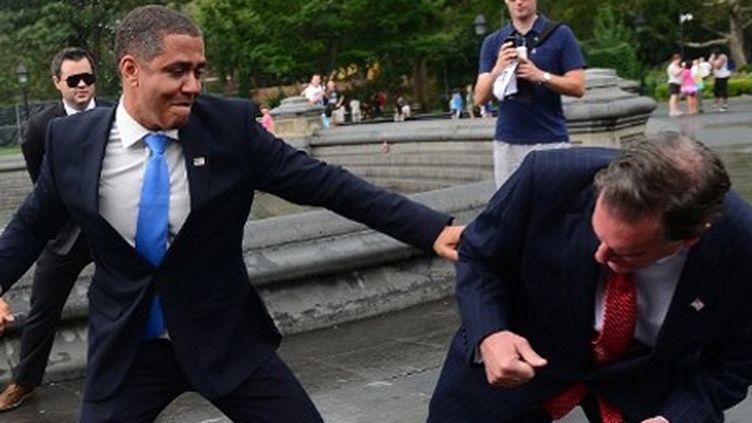 M. Romney et B. Obama, représentés par deux acteurs ((New York, 5-9-2012): en plein combat, notamment... fiscal (AFP - Files - DON EMMERT)