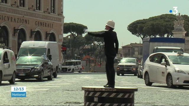 """Rome : le retour de la figure du """"pizzardone"""" pour faire la circulation"""