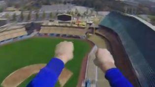 Capture d'écran d'une vidéo d'un Superman équipé d'une caméra frontale. ( YOUTUBE / FRANCETV INFO )