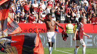 Evann Guessand célèbre le but de la victoire face à Lyon, obtenu dans les dernières minutes du match dimanche 24 octobre. (BOTELLA SEBASTIEN / MAXPPP)