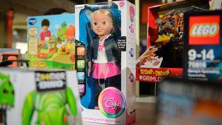 La poupée Mon amie Cayla est l'un des deux jouets épinglés par la Cnil. (LEON NEAL / AFP)