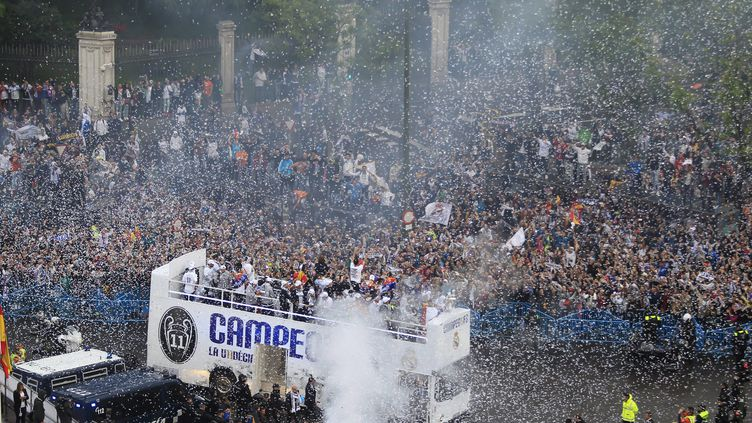 Les joueurs du Real ont été accueillis par leurs supporteurs (VICTOR LERENA / EFE)