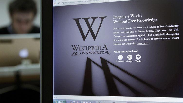 La page d'accueil de la version anglosaxonne de l'encyclopédie en ligne Wikipedia le 18 janvier 2012. (REUTERS)