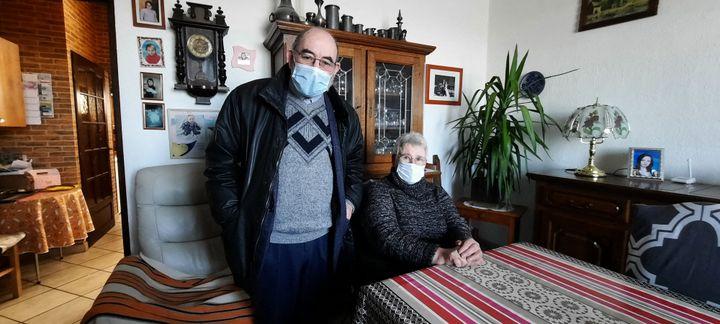 Gérard Setan, maire de Mœuvres, et son épouse Danielle. (BENJAMIN  ILLY / RADIO FRANCE)